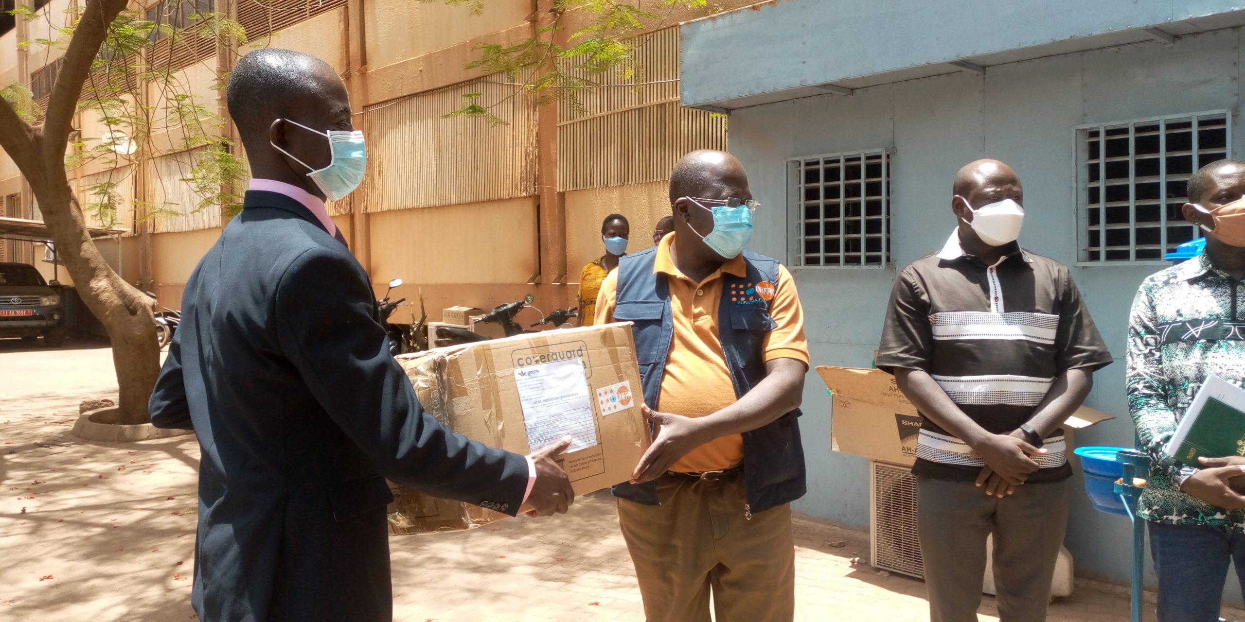 Lutte contre le Coronavirus au Burkina :                             70 millions de FCFA et du matériel individuel de protection réceptionnés par le ministère de la santé