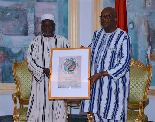 Gourga :                                    Le Prix Nobel Alternatif 2018 attend toujours  les promesses du Président du Faso